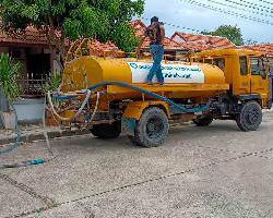 องค์การบริหารส่วนจังหวัดลพบุรี ลงพื้นที่แจกจ่ายน้ำให้กับพี่น้องประชาชนเพื่อใช้ในการอุปโภคบริโภคแก้ปัญหาภัยแล้ง